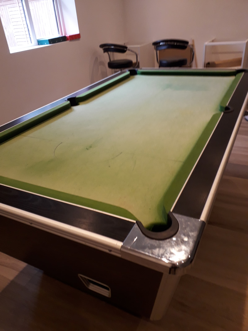 Supreme 7ft Pool Table in need of a recover