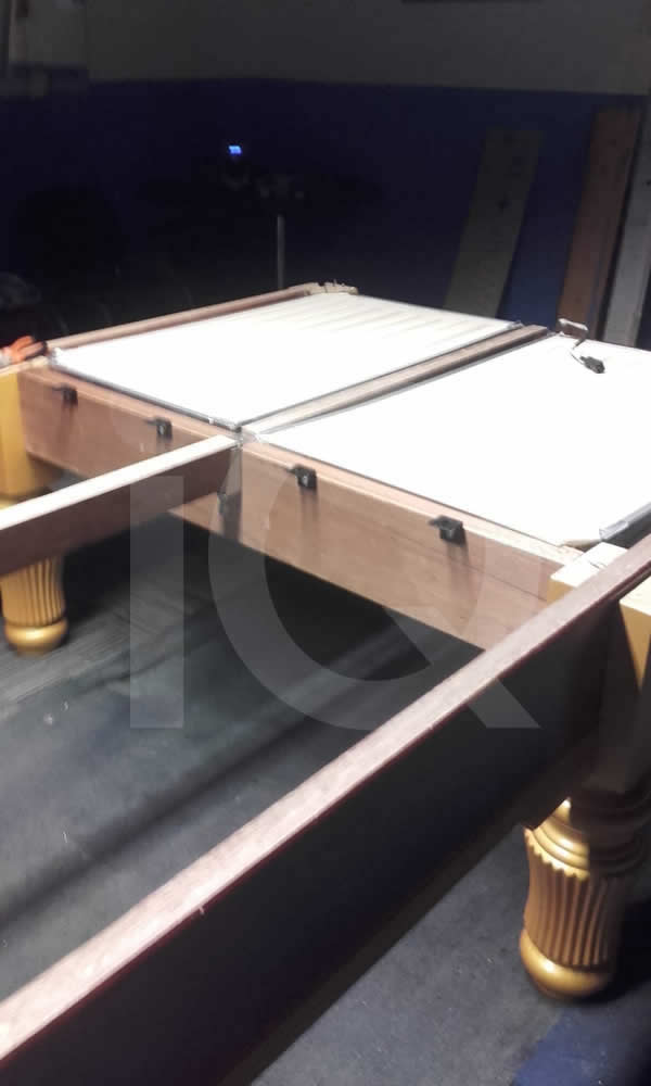 Installation of a snooker table by IQ